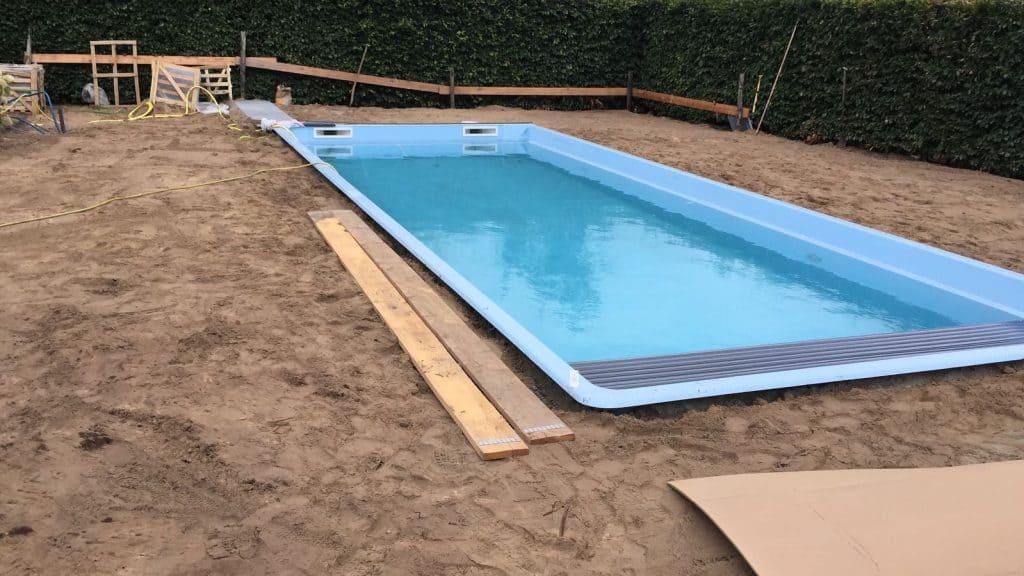 Afwerking en stabilisatie polyester zwembad - Rhodos.nl