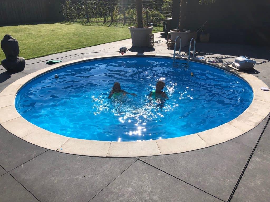 Zwembad in de tuin in Bussloo - Rhodos.nl